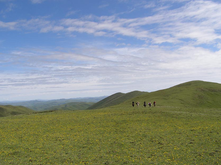 In-The-Saddle-High-Plateau-ride-Tibet-landscape